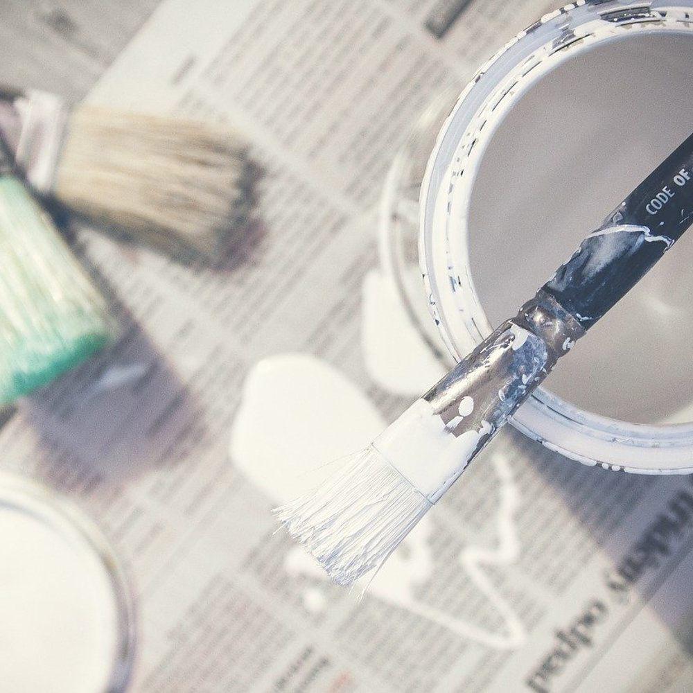 Få assistance til maling af vægge og lofter i boligen